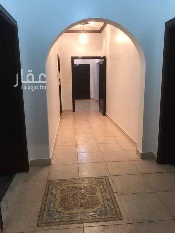 1547420 شقة مدخلين عباره عن 4 غرف ومطبخ وعدد 2 دورة مياه  رقم المالك 0504466030