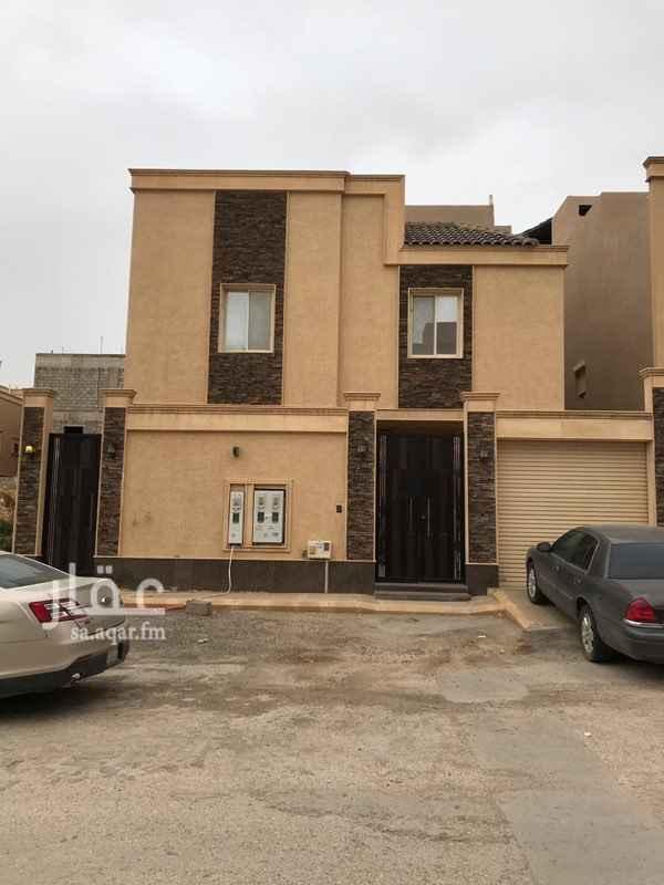 1497723 شقة للايجار مكونه من :  4 غرف و صاله و 4 دورات مياه و 1 مستودع  بالاضافه الى السطح