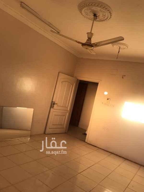 1438535 اربع غرف وصاله وحمامين ومطبخ ومدخلين لشقه . يوجد مصعد.  يتم تنظيف الشقه وتكميلها قبل ان يتم تسليمها للمؤجر.