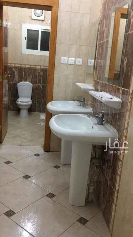 1550015 شقة ٤ غرف وصالة مجددة  بقرب مسجد الرحمة ببطحاء قريش خلفها  الحديقة وممشى  ب ٢٠ ألف سنوي او ١٧٠٠ شهري