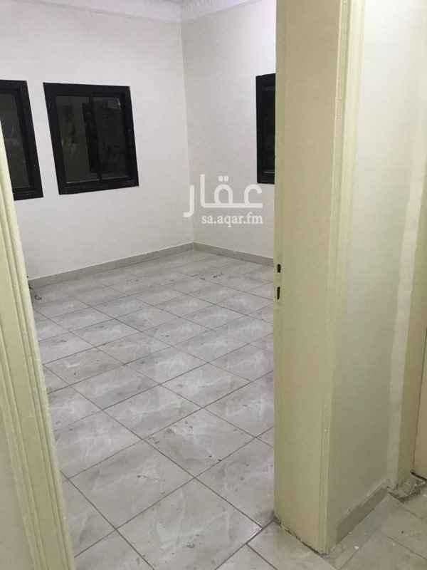 1674651 شقة خمس غرف ومطبخ وصالتين وحمامين  دور ارضي  للتواصل الاتصال علي الرقم0502777812