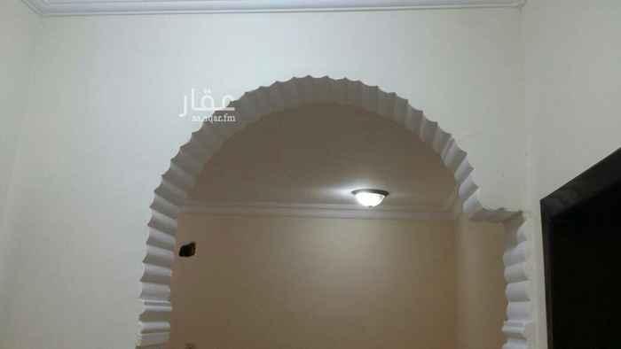 1667395 شقة بالدور الأول قريبه من شارع عبدالرحمن بن عوف خلف صيدلية النهدي والاجار 20الف ومابنقصر مع الصامل. 0504701687