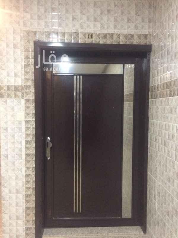 1349421 شقة في حي العمدة شبه جديدة تتكون من  مجلس وصالة وغرفتين نوم وغرفة غسيل وثلاث دورات مياه ومطبخ ومكيفات اسبلت راكبة  السعر ٢٥ ألف غير قابل للتفاوض