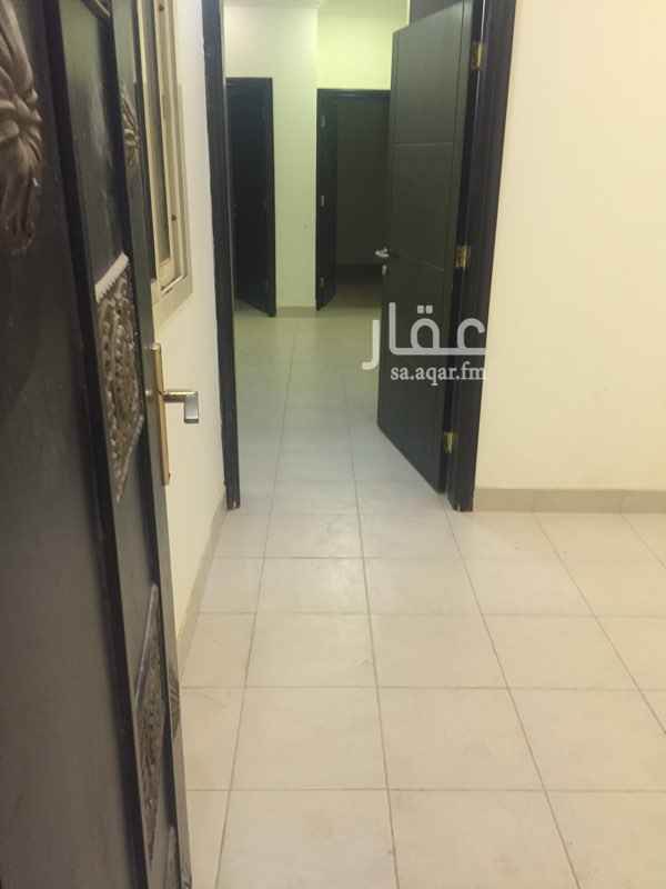 1501560 شقة للايجار بالقيروان تتكون من غرفتين نوم وصالتين ودورتين مياه مع سطح مع وجود مطبخ راكب نظيفة جداً