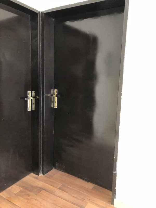 1509820 شقة  في فيلا حي الملقا للايجار  يوجد فيها مجلس مع دورة مياه غرفتين نوم مع دورة مياه مطبخ فرن ثلاجة برادة   صالة سطح خاص مدخل خاص باركيه على جميع الشقة