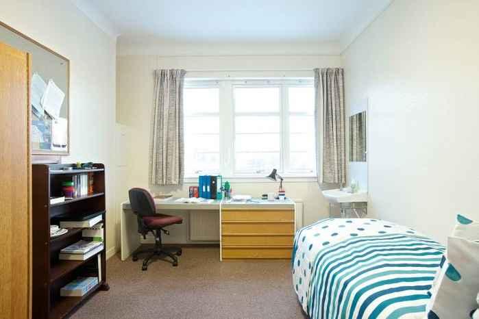 1585921 ١. يوجد غرفه واحده مع حمام و مطبخ. ستديو.   ٢. يوجد غرفه واحده  مع حمام. او مشترك  ممكن  مفروشة او بدون فرش.