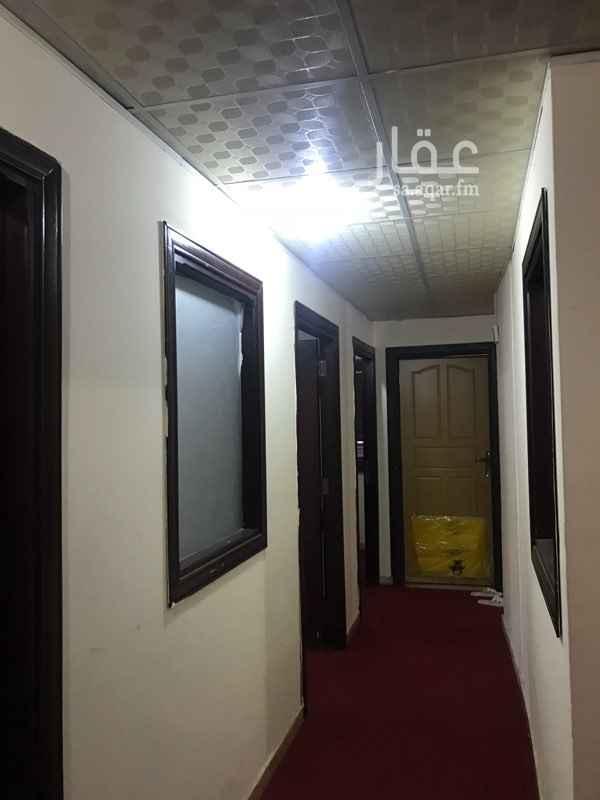 1204348 مكتب صغير مكون من اربع غرف وحمامين ومطبخ بالامكان تعديل الجدران حيث انها من البارتشن تصلح مكتب في مبنى مكاتب