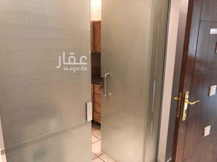 1741399 مكتب للإيجار في طريق الأمير سعد بن عبدالرحمن الأول - طريق المائة سابقاً (مخرج 15 - الدائري الشرقي) عمارة نظيفة جداً يوجد مصعد بالعمارة يوجد دورة مياه يوجد مطبخ قيمة الإيجار السنوي 22.000 ريال كود المكتب AJ-05