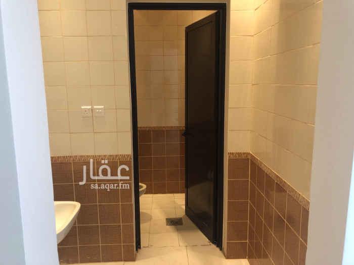 1741434 مكتب للإيجار في طريق الأمير سعد بن عبدالرحمن الأول - طريق المائة سابقاً (مخرج 15 - الدائري الشرقي) عمارة نظيفة جداً يوجد مصعد بالعمارة يوجد دورة مياه يوجد مطبخ قيمة الإيجار السنوي 18.000 ريال كود المكتب AJ-16