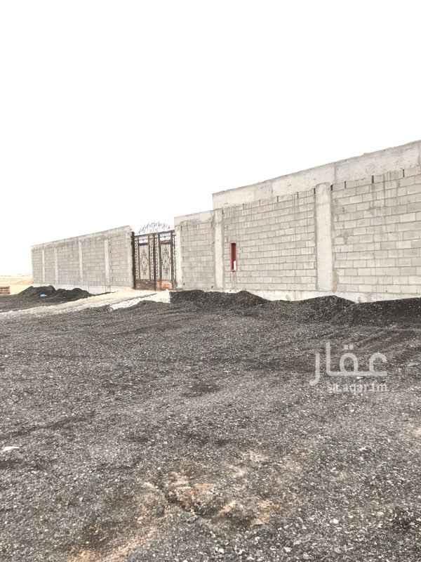 1573298 ارض مسورة للإيجار السنوي مخطط شرق الرياض رقم المخطط ٣١٢٣ يوجد بها خزان وبيارة وغرفة حارس مع حمام وهي قريبة من الأسفلت وارضها مستوية