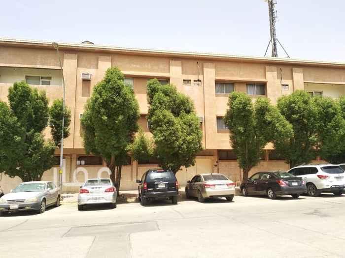 1644960 شقة للايجار حى الملز   مميزات العقار  حارس متواجد ٢٤ ساعة  مصعد  مواقف سيارات