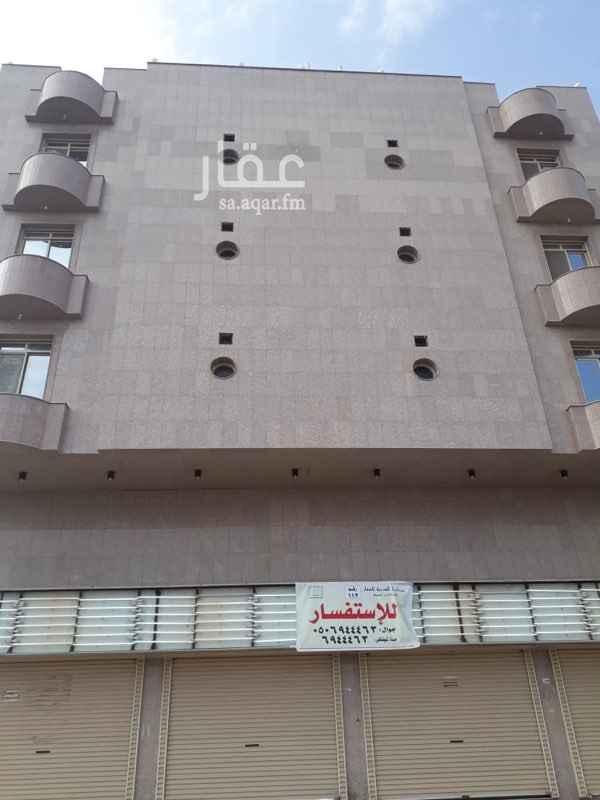 1328793 عبارة عن معرض كبير علي شارع ٣٠  يوجد شقة كبيرة مع المعرض ثلاث غرف وثلاث دورات مياة  ومطبخ عبارة عن سكن عمال لمعرض