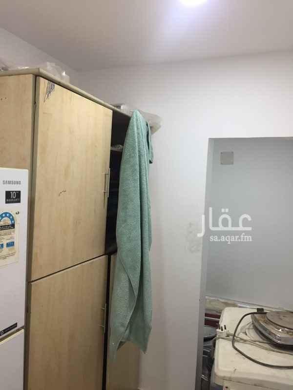 1347832 غرفة عامل + ثلاجه + دورة مياه و مطبخ داخل إستراحة للإجار بسعر رمزي مقابل الطبخ و التنظيف
