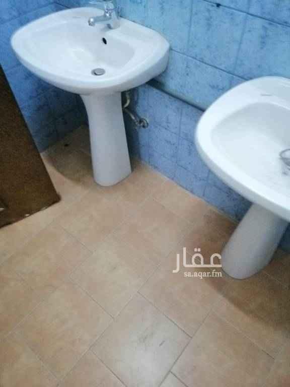 1625023 شقة 3 غرف بدون صالة 2دورة مياه مطبخ راكب مكيفات راكبة بعمارة الطابق الاول مستخدمة السعر 20000