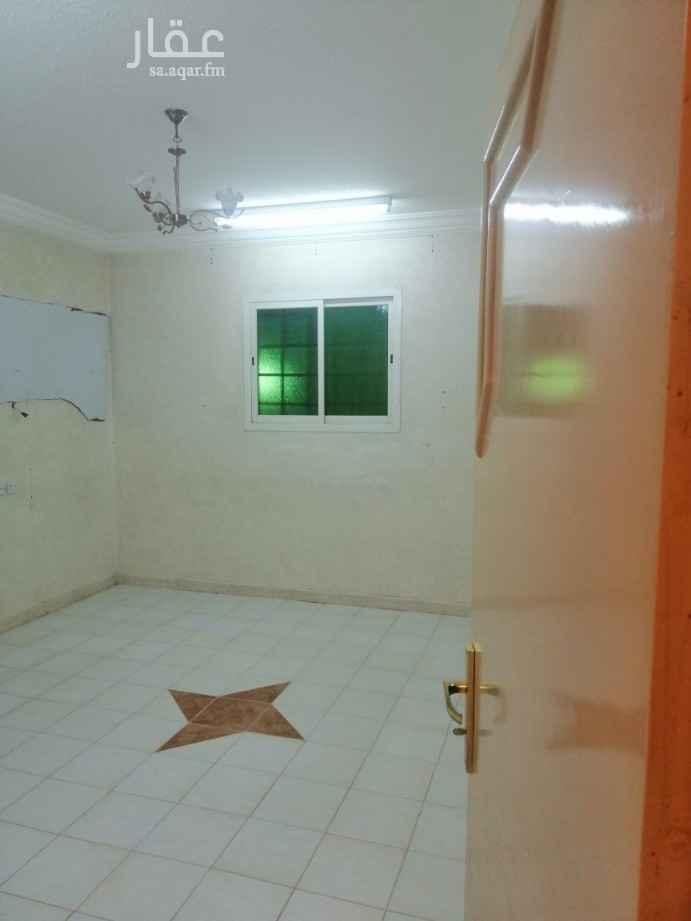 1811915 شقة بعمارة  بالسطح لايوجد مصعد سطح خاص 3غرف وصالة ومطبخ و2 دورة مياه