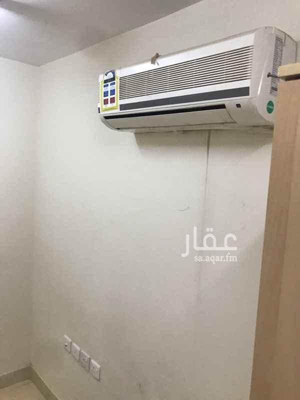 1609452 غرفة سائق جديدة مع حمام في حي الياسمين  للإيجار جديدة لم تسكن من قبل  ليوجد مكيف    ولا يكون لديه تجمعات امام الغرفه  المراسلة عبر الموقع .  * 1 غرف .  * 1 دورة مياه .