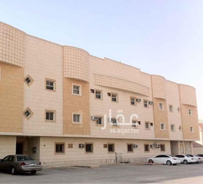 1741871 شقة في عمارة وحي راقي في موقع استراتيجي ومعها سطح خاص