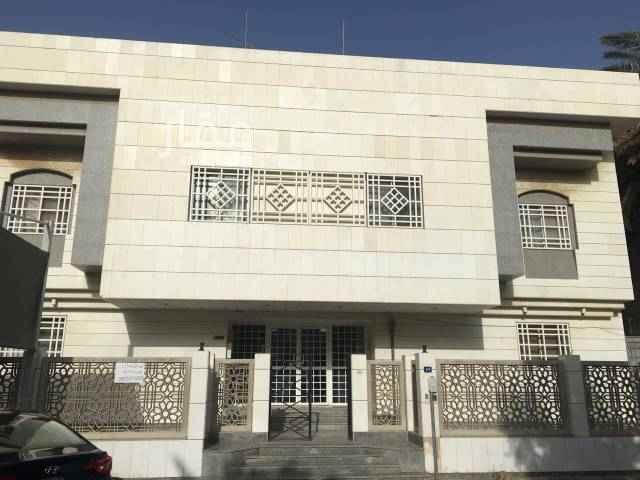 1484745 مدخل واحد شقة دور ارضي حي الزهراء  غاز مركزي مشترك .  خلف مستشفى غسان فرعون .  قريبة من مسجد التقى .