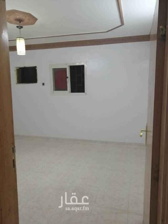 1584961 ملحق بالسطح بدون سطح كهرباء مشترك غرفتين وصاله وحمام ومطبخ خلف جامع بلال بن رباح في فيلا