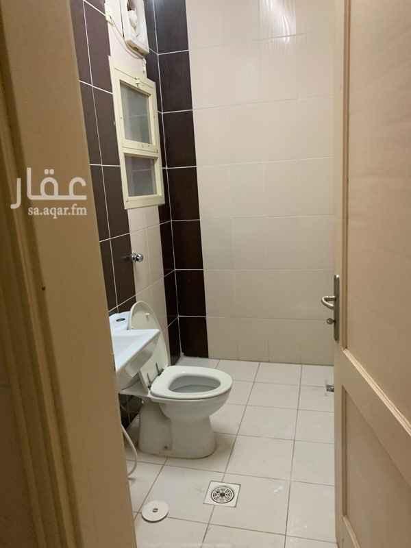 1796323 شقة ثلاثة غرف وصالة ودورتين مياه ومطبخ مع الدولايب دور ارضي مدخل خاص