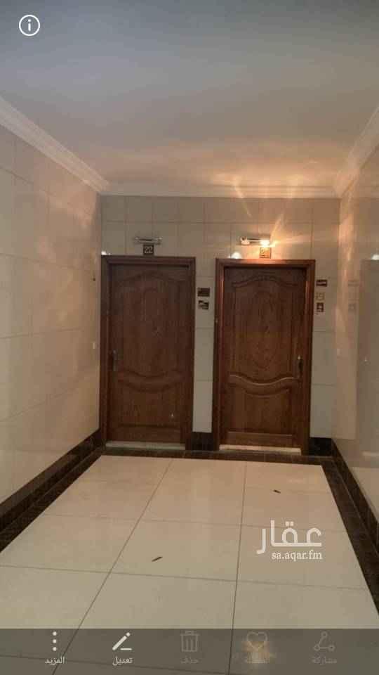 1468339 مدخل واحد  غرفة نوم رئيسية بدورة مياه  غرفة نوم مع دورة مياه جانبية صالة غير مغلقة مطبخ مغلق داخله غرفة خادمة مع دورة مياه خاصة بها مجلس مع دورة مياه جانبية نوع التكيف شباك