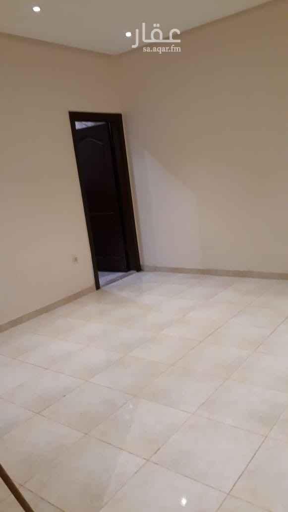 1810589 للايجار شقة في مكة العوالي شارع الجفالي مكونة من 3 غرف + مطبخ +3 دورات مياه + مدخلين الدور الارضي + مدخلين مطلوب 22000 الف جديده