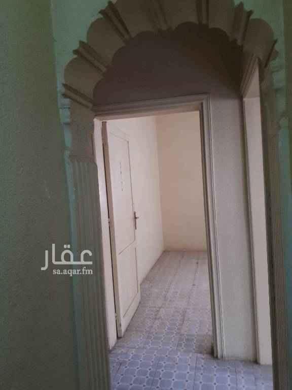 1459179 بجوار مسجد وبجوار خدمات تجارية