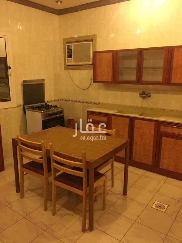 1242838 على طريق الملك سعود ابحر الشماليه   مطبخ. اثنين حمام  ثلاث مجالس متوسطه  ومسبح   وحوش مزروع انجليه صناعي