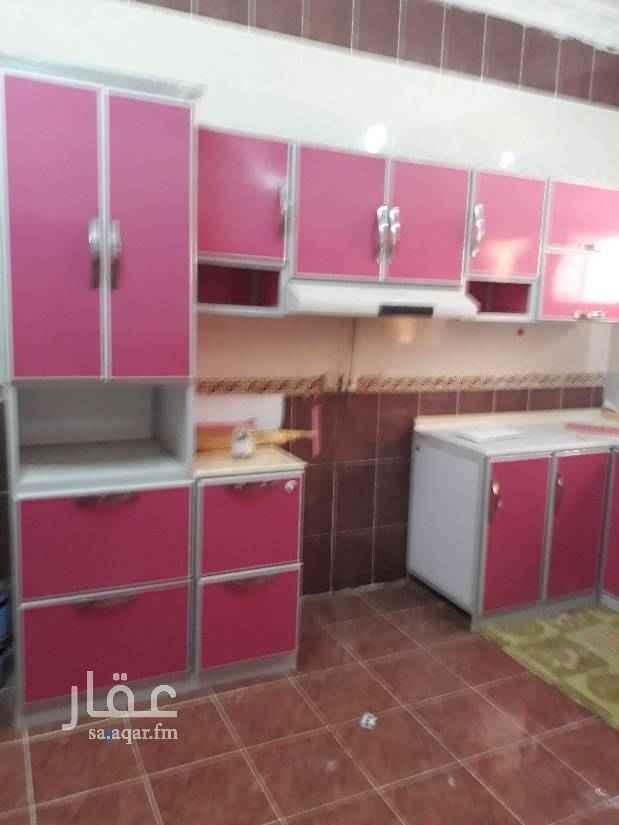 1439756 شقة اربع غرف  وصالة وثلاث دورات مياة فيها مطبخ راكب ومكفين اسبلت  الاتصال على الحارس صدام