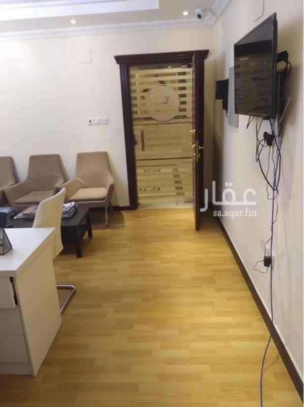 1145954 مساحه مكتبيه 84م  للإيجار بشارع الأمير سلطان عبارة عن (غرفتين+ صاله + مطبخ + حمام )     للعلم الإيجار من دون الأثاث 🔴