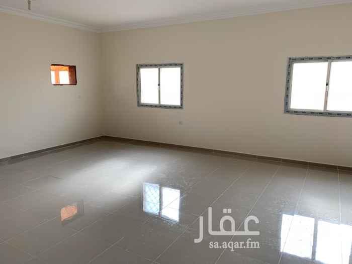 1538522 شقة اربع غرف + صالة داخلية + غاز مركزي + ماء واصل + المبنى مراقب بالكاميرات + قريبة من الخدمات
