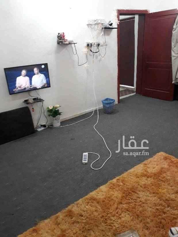 1710902 غرفه مع حمام ومدخل مطبخ صغير مفروشه مكيف ونظيفه