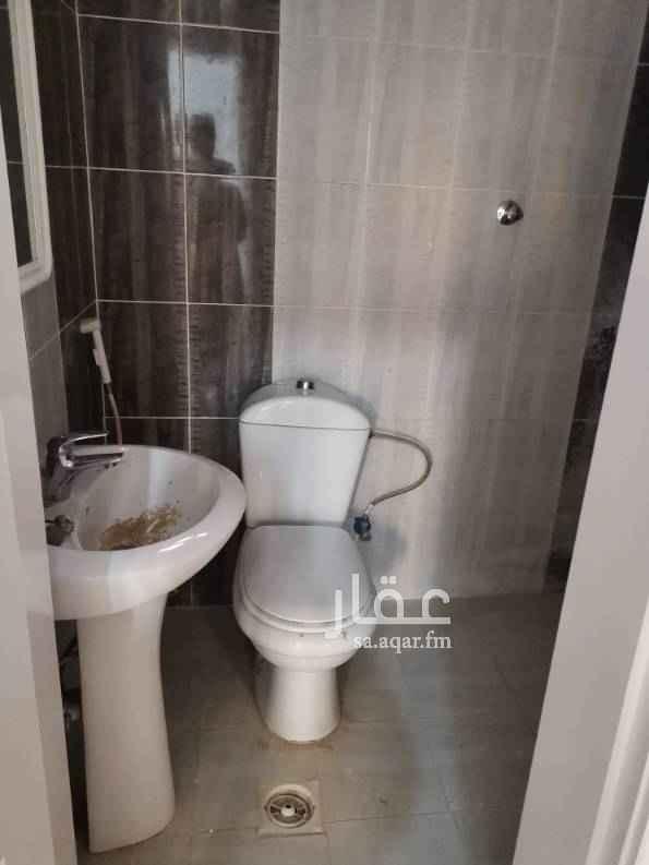 1575186 شقة في الملحق مكونة من ٣ غرف + صالة + ٢ حمام ومطبخ مدخلين وسطح خاص من داخل الشقة.