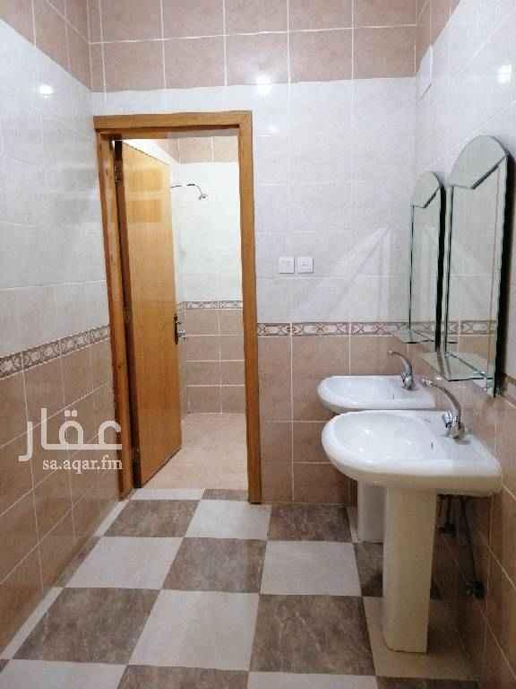 1463807 شقة من ٥ غرف مدخلين دور اول عداد مستقل ومدخل مستقل