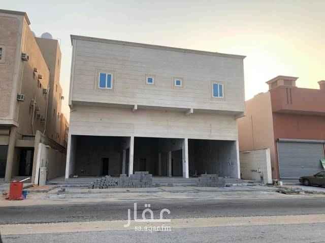 1762648 تتكون من ٣ فتحات بمساحة اجمالية ٢١٠ متر مربع يوجد ٣ حمامات داخلية عرض المعرض ١٦ متر ارتفاع المعرض ٦ متر