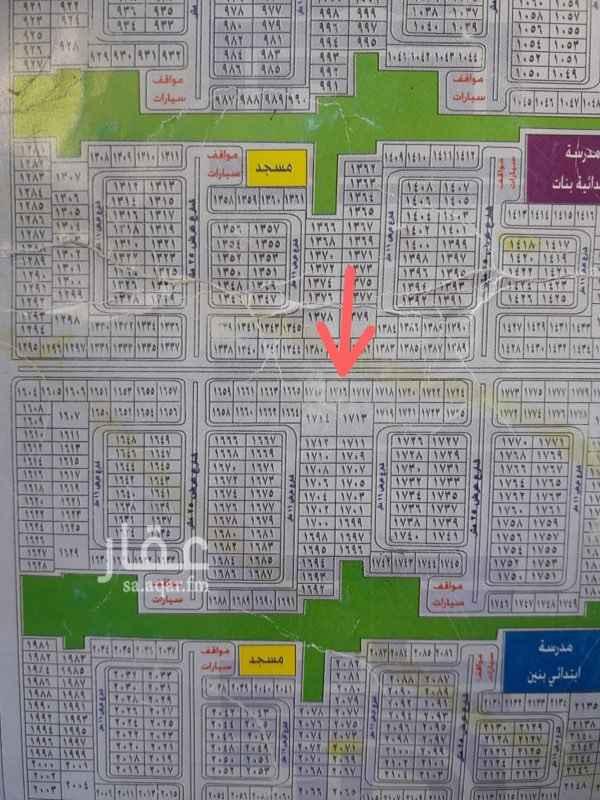 1750896 ارض تجارية على شارع 32 مخطط الرياض ها  موقع مستوي ونظيف الارض فعلياً بعد سكة القطار اصبحت على شارعين الاول 32 حسب الصك والثاني شارع الخدمات الخاص بسكة القطار