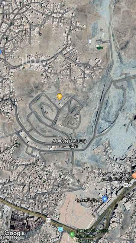 1817560 مخطط جبل السيدة  ارض منبسطه  خلف عقار مبني قايم