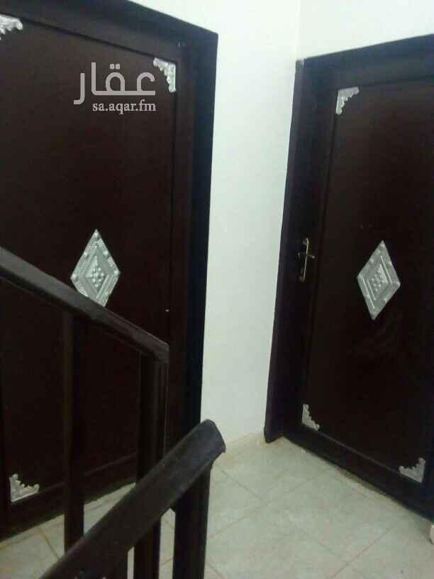1809492 شقتين متقابلة عبارة عن مدخل ل الرجال ومدخل ل النساء ومجلس وصالة وغرفتين وحمامين   (حي بن باز)