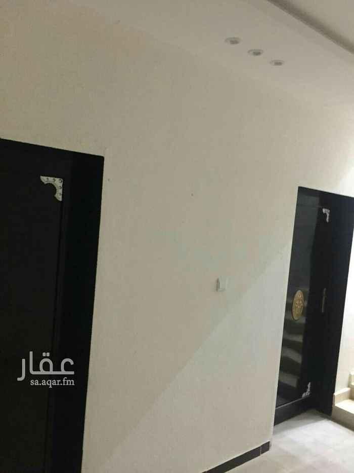 1811823 مدخلين رجال ونساء وغرفتين ومطبخ وصالة ومجلس و3 حمامات  موقع الشقه بالمعالي