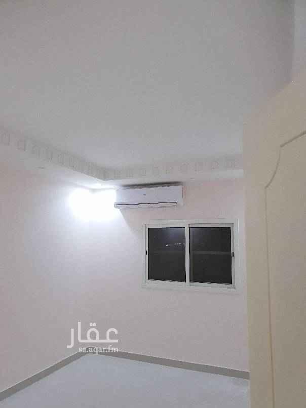 1699837 شقة عوائل  في الدور الأرضي ثلاث غرف ودورتين مياه  وصالة مكيفات ومطبخ راكب  لعائلة صغيرة. للاستفسار :0506084309