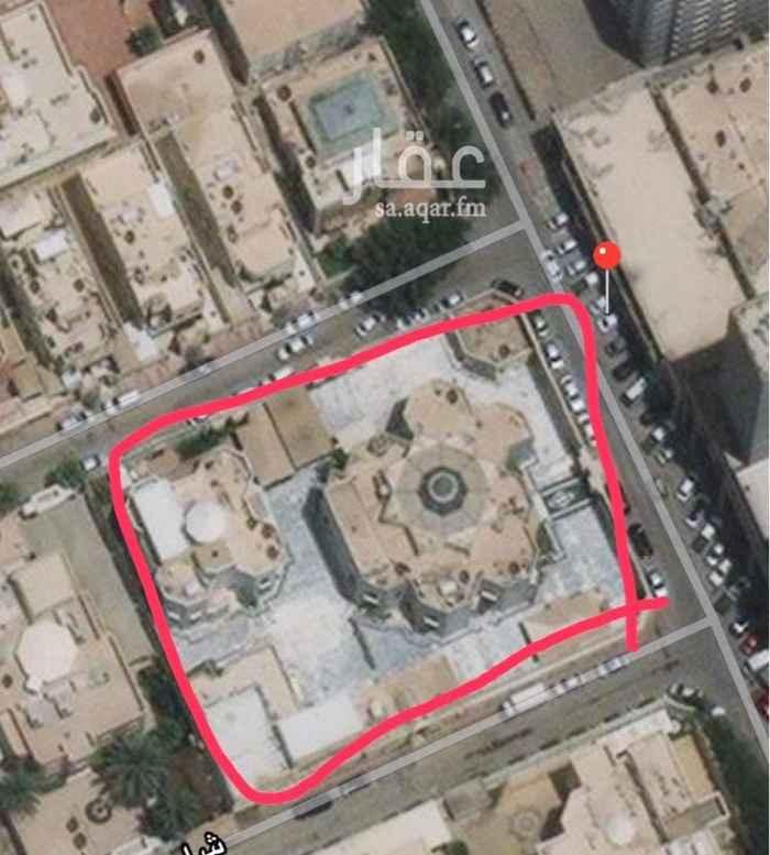 1730289 قصر مكون من فله كبيره وفله صغيره على مساحته 3000متر  خلف المركز التخصصي الطبي العليا حي المزرعه على 3شوارع  ظهير تجاري.