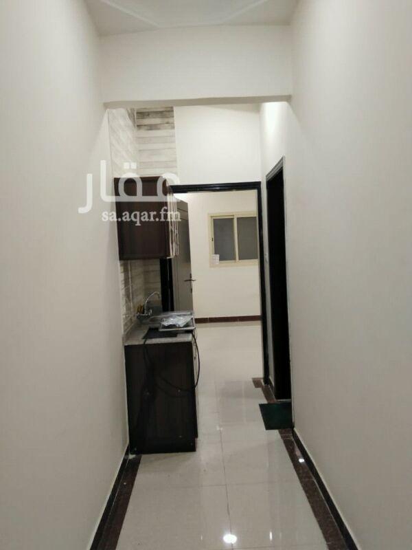 1812511 شقة عزاب  غرفة  حمام مطبخ  الايجار 900ريال شامل المياه والكهرباء  مكيف راكب مطبخ راكب  للاستفسار 0506204700ابو عبيدة