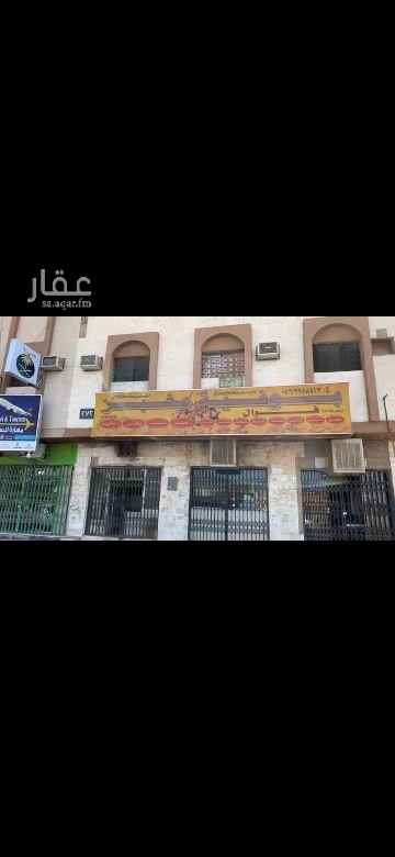 1815212 عمارة قديمة على طريق النصر  حي العزيزبه  في المنطقة الحيوية  بها   ٣ محلات    و  ٥  شقق  الدخل  ضعيف   وقديم   والبيع    على  السوم