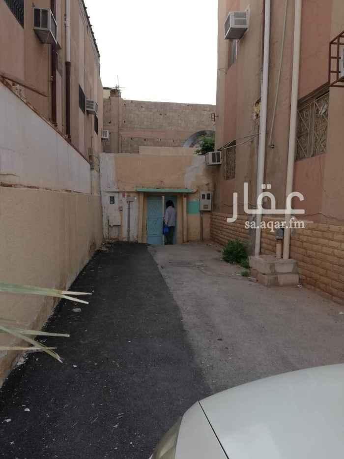 1309741 بيت شعبي مسلح مؤجر ب 24الف ريال والتواصل واتس اب