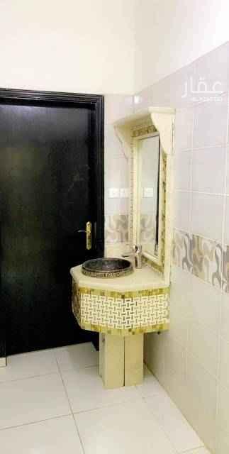 1575444 دور علوي  ٣ غرف نوم صاله مجلس مقلط مطبخ ٣ حمام  شارع ٣٠ جنوبي