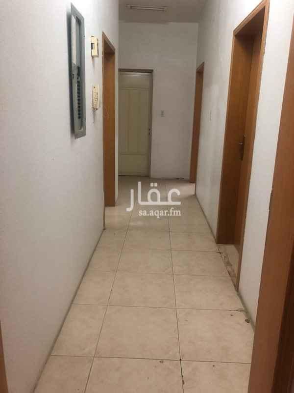 1539753 للايجار شقة بحي بدر  ٩١/أ/ ٥١٩ مكونه من مجلس و ٣ غرف ومطبخ و دورتين مياة الموقع قريب من خدمات الشارع التجاري