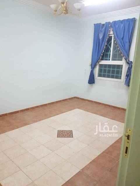 1585694 شقه علويه تتكون 2غرفه ومطبخ وحمام يوجد بها2 مكيفات