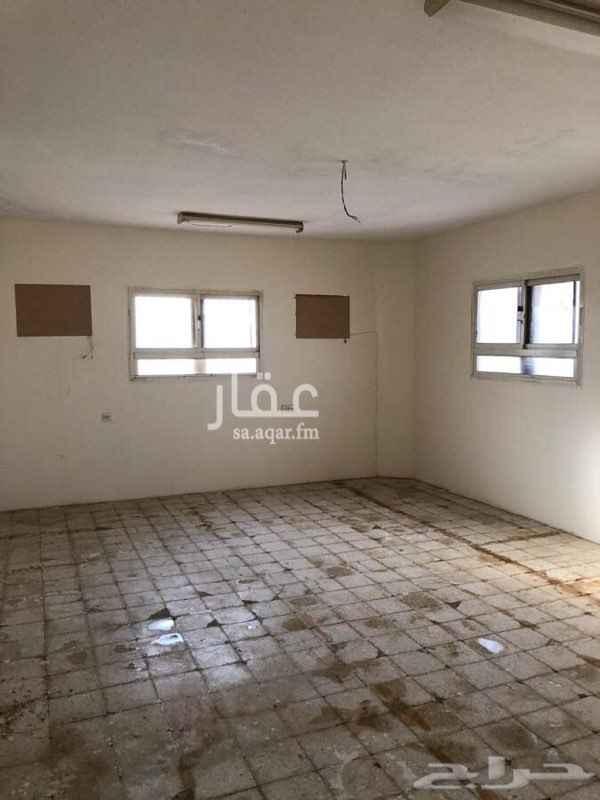 1412566 دور علوي مع مدخل خاص  يوجد مستودع  ويوجود غرفه في السطح مع دوره مياه