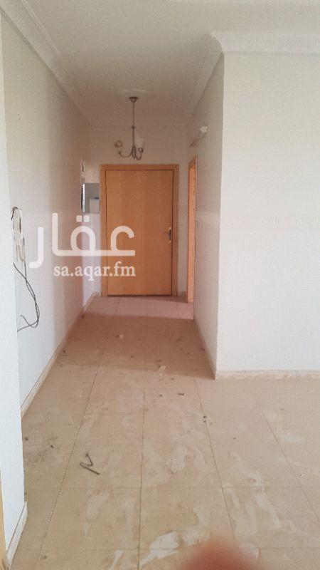 1645646 شقه علويه مع السطح نظيفه سطح وعداد كهربا مستقل وسطح خاص