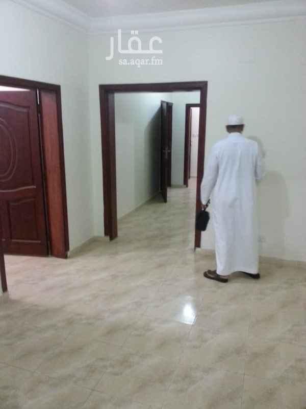 1734845 يوجد لدينا شقة للايجار  الموقع الشوقية خلف قصر محمد نور  مكونة من  ٥-غرف  ١-صالة  ١-مطبخ  ٤-حمامات  جميع الخدامات موجودة  عمولة المكتب (١٠٠٠) الايجار (25)الف  ابو فهد  0507366042 على الهاتف او الواتس اب  اوقات العمل من الساعة (٤)الى الساعة (١٠) مساء